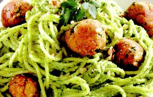 Spaghete_cu_chiftelute_si_pesto