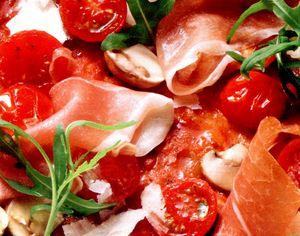 Pizza_cu_mozzarella_cascaval_si_sunca_uscata