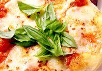 Pizza_cu_blat_crocant_si_branza