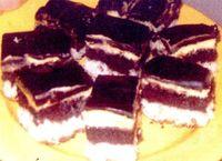 Prajitura_cu_doua_blaturi_si_glazura_de_ciocolata
