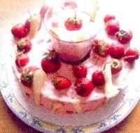 Tort_cu_spuma_de_capsuni_si_frisca