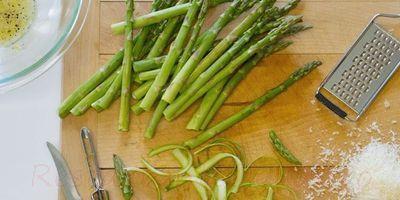 Salata de sparanghel cu sos muselin