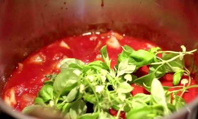 Tomato_and_Basil_sauce
