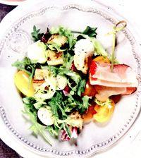 Salata_cu_mozzarella_rosii_cherry_si_sunca_uscata