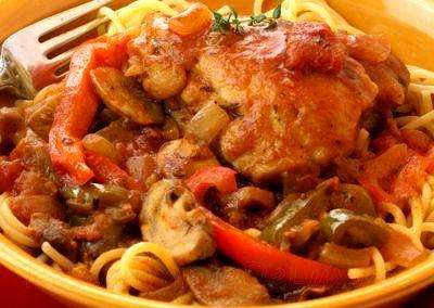 Tocanita_de_pui_pe_pat_de_spaghete_15