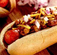 Hotdog_cu_chili_si_branza