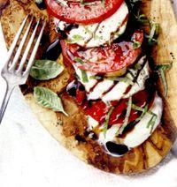 Salata_de_rosii_coapte_cu_mozzarella_si_busuioc