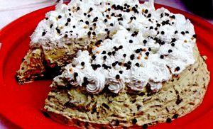 Tort_cu_ciocolata_nuca_si_frisca