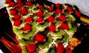 Tort_de_vanilie_cu_kiwi_si_jeleuri
