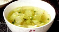Supa de salata verde si costita afumata