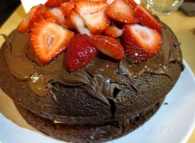 Tort_cu_frisca_ciocolata_si_capsuni_10