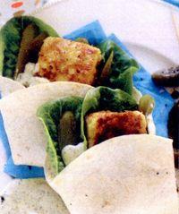 Tortilla_umpluta_cu_peste_si_sos_tartar