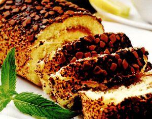Rulada_cu_gem_de_caise_si_fulgi_de_ciocolata