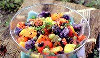 Salata_cu_cartofi_violet_ceapa_verde_si_capere