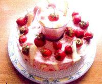 Tort_cu_spuma_de_capsuni