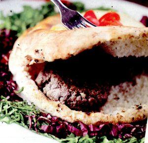 Hamburger_cu_vita_ciuperci_si_mozzarella