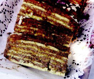 Tort_cu_crema_de_cacao_si_glazura_de_zahar