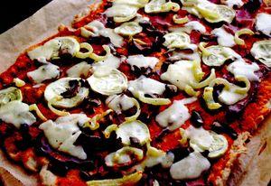 Pizza_cu_dovlecel_sunca_si_ciuperci