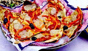 Pizza_cu_salam_ardei_si_oregano