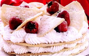 Tort_de_capsuni_in_straturi
