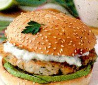 Burger_in_stil_grecesc_cu_dovlecel_si_sos_de_iaurt