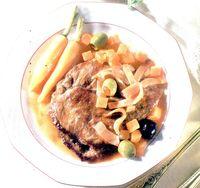 Carne_de_vita_inabusita_in_vin_rosu_si_oregano