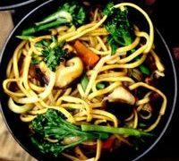 Taitei_cu_ciuperci_si_broccoli