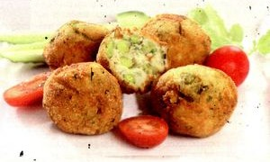 Chiftele_cu_mazare_cartofi_si_ceapa_verde
