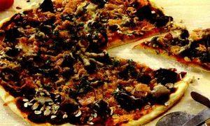Pizza_cu_cereale_ciuperci_si_carnati
