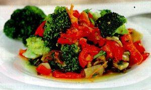 Salata_de_broccoli_cu_ardei_gras_si_ciuperci