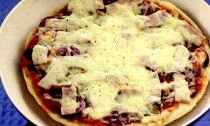 Pizza_la_tigaie_cu_ciuperci_sunca_si_cascaval