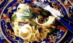 Salata_cu_varza_murata_si_hering