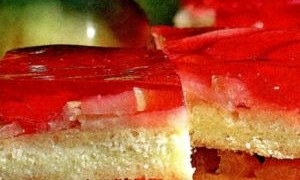 Prajitura cu fructe asortate