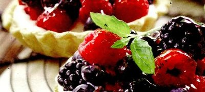 Mini-tarte cu fructe de padure
