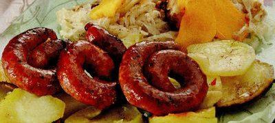 Cartofi_la_tava_cu_carnat_de_porc