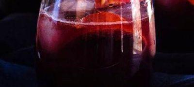 Cocktail_cu_vin_rosu_coniac_si_portocale_rosii_03