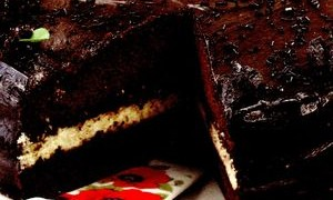 Tort_de_ciocolata_cu_rom