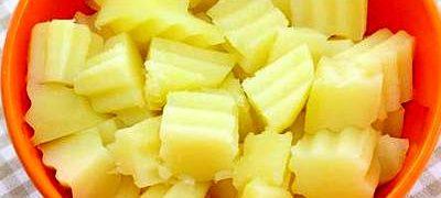 Salata cu cartofi si mere