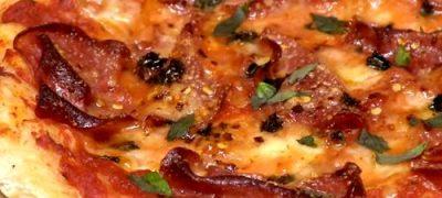 Pizza de casa, cu aluat din paine