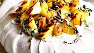 Pavlova cu ananas si ghimbir