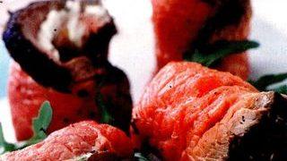 Rulouri de carne cu hrean si ceapa