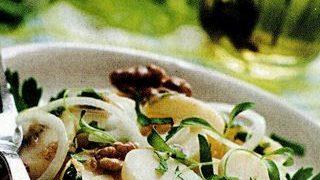 Salata de cartofi cu sos de patrunjel