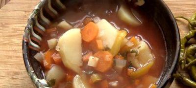 Cum_se_prepara_Ciorba_de_cartofi_cu_zeama_de_varza