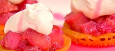 How_to_make_Almond_tartlets_with_poached_rhubarb_(VIDEO)