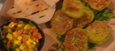 How_to_make_Burger_with_mango_salsa_(VIDEO)