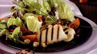 Salata cu rodie si branza la gratar