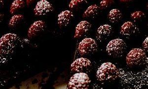 Tort_de_ciocolata_cu_zmeura