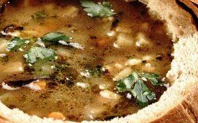 Ciorba de fasole cu salata verde