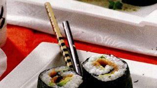 Sushi cu somon si avocado