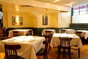 Restaurant-Dining-Room-Furniture-Design-of-Union-Square-Cafe-New-York